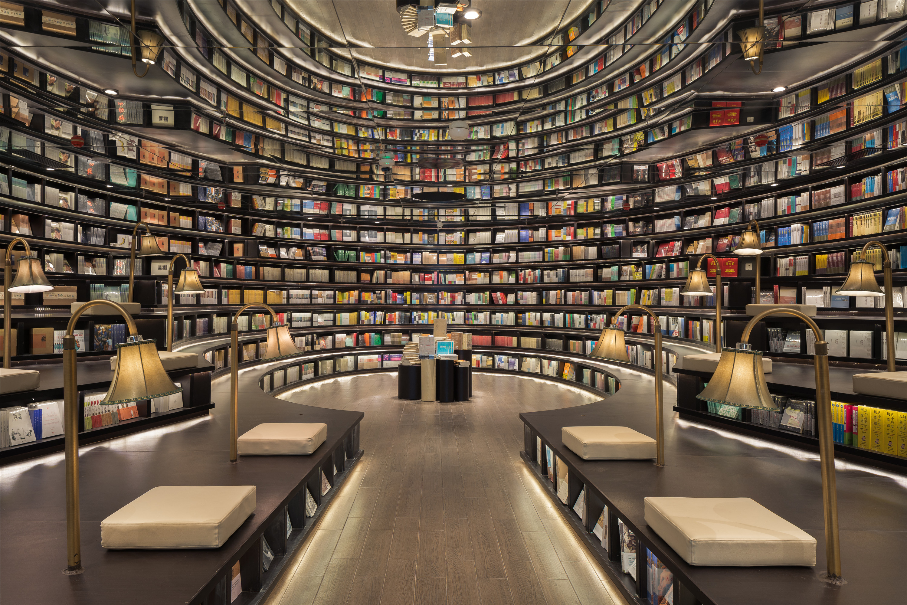 Mirrored ceiling makes this bookstore appear infinite in Hangzhou, China[2998×2000]